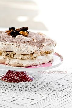 Dacquoise cake with nuts and dates