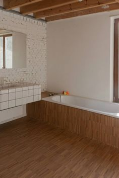 HUYB - driesotten.be. wash basin with D-tiles