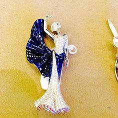 Van Cleef mystery setting brooch More