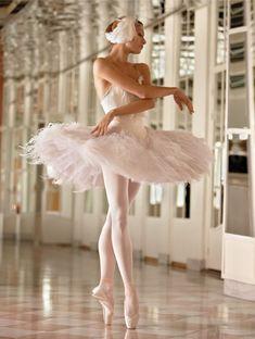 A saúde não está somente no corpo, mas também em nossa na mente! Praticar exercícios físicos, como a dança, com frequência melhora o condicionamento emocional.
