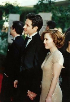 This picture is why I'm always bummed there was never a reasons Mulder x Scully had to go undercover at a fancy party- look how pretty!