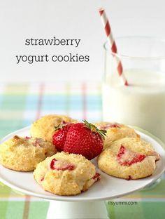 Strawberry Yogurt Cookies from ItsYummi.com. #LowFat #ItsYummi #StonyfieldBlogger