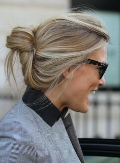 18 Quick and Simple Updo Hairstyles for Medium Hair After years of long, straight hairstyles worn around the shoulders, it's marvellous to see the variety of mould-breaking new styles that are bringing in lots of fresh and original hair designs! Easy Updo Hairstyles, Pretty Hairstyles, Medium Hair Styles, Short Hair Styles, Corte Y Color, Popular Haircuts, Trending Hairstyles, Hair Day, Hair Designs