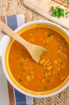 Slimming Eats Syn Free Carrot and Butter Bean Soup - gluten free, dairy free, vegan, pressure cooker (Instant Pot), Slimming World and Weight Watchers friendly Butter Bean Soup, Butter Beans, Slimming World Soup Recipes, Healthy Dinner Recipes, Cooking Recipes, Slimming Eats, Bean Soup Recipes, Carrot Soup, Gluten Free
