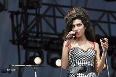 La canción inédita de Amy Winehouse es todo lo que tienes que escuchar hoy- ElleSpain