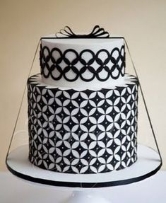 Going Art Deco: geometric wedding cakes by Rouvelee Rouvelee Wedding 2 black and white art deco cake – Fun and meaningful weddings Black White Cakes, Black And White Wedding Cake, White Wedding Cakes, Beautiful Wedding Cakes, Gorgeous Cakes, Pretty Cakes, Amazing Cakes, Cake Wedding, Gold Wedding