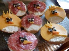 """Celebrate """"The Angry Birds Movie"""" by shaking your tail feathers at an Angry Birds-themed bash using these festive party ideas. Cute Food, Good Food, Festa Angry Birds, Bagel Bites, Bird Birthday Parties, Bird Party, Food Decoration, Food Crafts, Food Humor"""