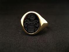 Edler Siegelring aus Gelbgold mit Onyx.