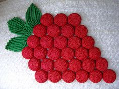 Vintage Crochet Trivet - cotton crochet thread crocheted over bottle caps Vintage Potholders, Crochet Potholders, Crochet Doilies, Crochet Flowers, Crochet Hot Pads, Cotton Crochet, Thread Crochet, Potholder Patterns, Doily Patterns