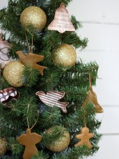 DIY Christmas Ornaments using cookie cutters and scrapbook paper