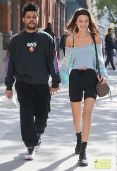 Bella Hadid and The Weeknd look loved up in NYC, November 2018 Bella Hadid Outfits, Bella Hadid Style, Bella Hadid Hair, Mrs Bella, Abel And Bella, Beaux Couples, The Weeknd, Fashion Couple, Swagg