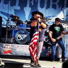 Check out my article on Colt Ford: http://www.muddybeatzmagazine.com/colt-ford