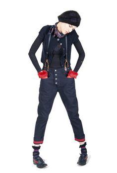 Imagem de http://www.bkrw.com/wp-content/uploads/2011/08/le-jean-de-marithe-francois-girbaud-womens-collection-2011-2012-fall-winter-designer-denim-jeans-fashion-t1.jpg.