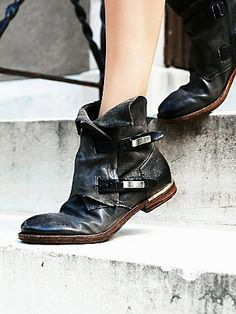 { Elstone Ankle Boot }