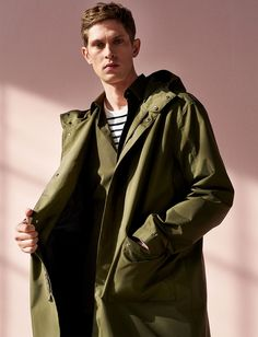 Zara Man puts the spotlight on versatile clothes for the stylish traveler. Showcasing covetable pieces from its spring 2019 selection, Zara unveils a shoot. Zara Portugal, Editorial, Zara Man, Drawstring Pants, Male Models, Cool Outfits, Menswear, Mens Fashion, Stylish