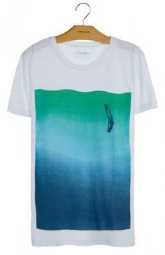 T-shirt stone vintage mergulhador by @osklen na @embau_brazilianwear_store . Disponível na loja online http://embaustore.pt/