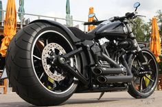 Harley-Davidson-Softail-Breakout-Thunderbike