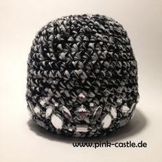 """Heidetuch """"Lila Pause"""" oder einfach was zum kuscheln • Lila Pause, Pink Castle, Diy Blog, Upcycle, Beanie, Upcycling Clothing, Upcycling Ideas, Knit Patterns, Handarbeit"""