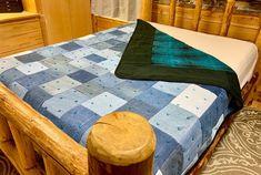 Tie Quilt, Quilt Top, Levis, Chevron Quilt Pattern, Quilt Patterns, Blue Jeans, Farmhouse Blankets, Picnic Quilt, Heavy Blanket