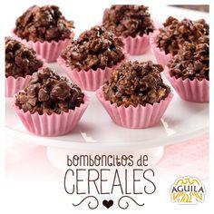 Ingredientes: - 150gr de chocolate AGUILA - 200gr de granola o mix de cereales - 50gr de manteca  Paso a paso: 1. Colocar en el microondas o a baño maría, la tableta de chocolate y la manteca, hasta que se derritan, mezclar bien hasta unir ambos ingredientes. 2. Agregar los cereales o granola, y mezclar bien hasta unir todos los ingredientes. 3. Hacer montoncitos o bomboncitos del tamaño de una nuez, con la ayuda de una cucharita o las manos. 4. Enfriar en la heladera