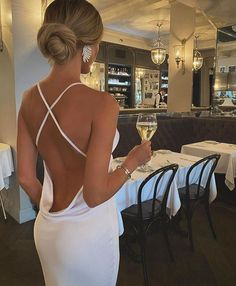 Chic Style and Fashion (@chic_style_and_fashionn) • Fotos e vídeos do Instagram Classy Outfits, Cool Outfits, Look Kylie Jenner, Paris Chic, Victoria Dress, Party Looks, Classy Women, Foto E Video, Ideias Fashion