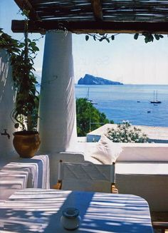 """Azul mediterráneo, también es un diseño que hace parte de """"Eclectic"""" Colección Tablemac 2014, tablemac.co/..."""