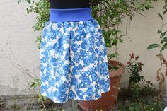 Stufenröcke - Rock naturweiß Blumen blau Jersey cosplay - ein Designerstück von trixies-zauberhafte-Welten bei DaWanda