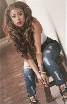 Keyshia Cole Celebrity Brown Blonde Highlights Curly Wavy Hair Long Middle Center Part Parting Ripped Jeans Pretty Girl Swag Keyshia Cole Hairstyles, Hair Inspo, Hair Inspiration, Divas, Curly Hair Styles, Natural Hair Styles, Queens, Corte Bob, Hip Hop