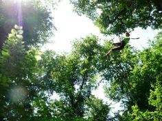 Acro'Mania - Le parcours d'acro-branche ludique et sportif pour les aventuriers d'un jour, Acro'Mania vous plonge en pleine nature à la découverte d'une pratique liant escalade et randonnée!
