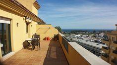 @Montearchanda #AticoDuplexEnVenta 430.000€ - ATICO DUPLEX GUADALCANTARA 2630 - 280 m2, 3 dormitorios, 2 baños Amplio y muy luminoso ático con orientación este de 280m2 distribuidos en 3 dormitorios 2 baños, amplio salón comedor con chimenea y acceso directo a una gran terraza con vistas panorámicas, cocina independiente y garaje. El ático se encuentra en un recinto cerrado con jardines y piscina comunitario. A 10 minutos en coche de Puerto Banus y de todos sus servicios.