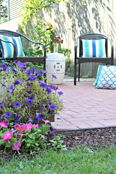 How to build a brick patio... Step by step directions link to how-to videos.