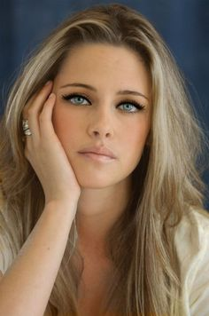 Kristen #Stewart Ash #Blonde Hair and #makeup