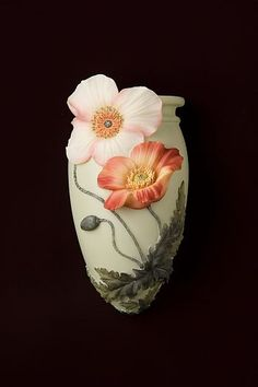 Poppies - great gumpaste flower design for the sides of a cake