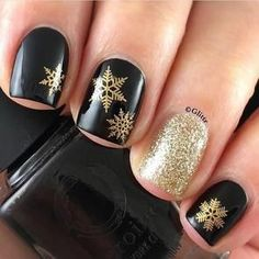 17 Winter Nail Designs - Snowflake manis always look great and these winter nails are g-o-r-g-e-o-u-s. Holiday Nail Art, Winter Nail Art, Winter Nail Designs, Christmas Nail Designs, Christmas Nail Art, Winter Nails, Nail Art Designs, New Years Nail Designs, Christmas Manicure