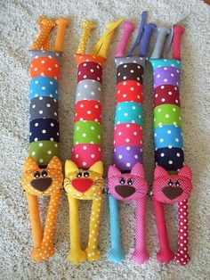 Diy Crafts - 18 Ideas For Patchwork Artesanato Tecido Sock Crafts, Cat Crafts, Fabric Crafts, Diy And Crafts, Fabric Toys Diy, Sewing Toys, Baby Sewing, Sewing Crafts, Sewing Projects