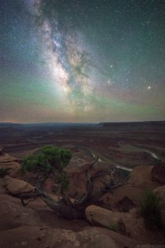 The Milky Way over Dead Horse Point in Utah [oc][1600x1000]   landscape Nature Photos