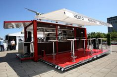 Shipping container to solar powered restaurant in 90 seconds? Meet the Muvbox portable restaurant Container Bar, Shipping Container Restaurant, Container Coffee Shop, Shipping Container Home Designs, Container House Design, Shipping Containers, Concept Restaurant, Pop Up Restaurant, Restaurant Design