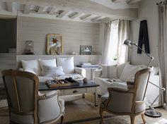 Salon blanc style classique / White classic living-room : http://www.maison-deco.com/salon/deco-salon/Des-salons-pour-tous-les-styles