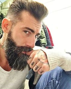 Amazing Beard Styles from Bearded Men Worldwide Chin Beard, Beard Cuts, Stubble Beard, Long Beard Styles, Hair And Beard Styles, Hair Styles, Hipsters, Grow A Thicker Beard, Beard Look
