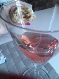 2. Day4.- Alternative Rosè wine #vino I; 100ml 88k.7/6sugar.1protein. Appetizer of my #G#brunch h1PM XX @ ATHOME bardolino (LO). #Rosa#rosso _》♡《 #crostini#parmesan parmigiano DOP - Lunch; #maisbread#finally 50gr & 20 gr pfbar I; 20carb.15sugar.3fiber.5protein.2fat.220k tot. #toast#bread#slice#mono#monoporzione#gris #porcionsini#mikado#pinkyellowbrown#worms#caramelline #sugar#candy I; 5gr. 30K.1carb.2sugar.0,8fat.0,3protein…