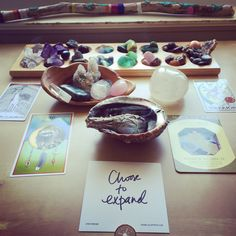 Simple rituals for each phase of the moon by art psychotherapist Jen Berlingo - jenberlingo.com
