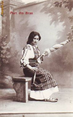 Romanian traditional woman costume from Bran area. Traditional Art, Traditional Outfits, Old Photos, Vintage Photos, Spinning Yarn, Spinning Wheels, Folk Costume, Eastern Europe, Historical Clothing