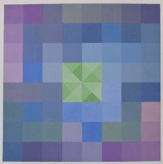 Tavola di pentamini con colori freddi e contrasti freddi al centro con i quadrati divisi dalle diagonali.