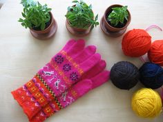 Knit Mittens, Knitted Gloves, Knitting Socks, Knitting Ideas, Wrist Warmers, Needle And Thread, Ravelry, Projects To Try, Traditional