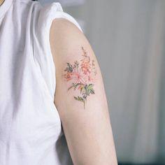 Diese zarten Blumen-Tattoos wollen wir! • WOMAN.AT