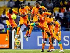 Didier Drogba and his Ivory Coast teammates jump to stop a free-kick during the Africa Cup of Nations final. Fifa Football, Football Tops, National Football Teams, Brazil World Cup, World Cup 2014, Time For Africa, Cool Backgrounds Wallpapers, Free Kick, African Men