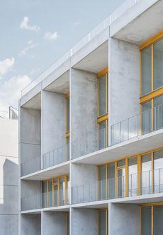 Schottenbau with exposed concrete sandwich facade residential buildings Stora Sjöfallet in Stockholm Source by pati_zia Concrete Facade, Concrete Architecture, Exposed Concrete, Facade Architecture, Residential Architecture, Amazing Architecture, Minimalist Architecture, Contemporary Architecture, Note Design Studio