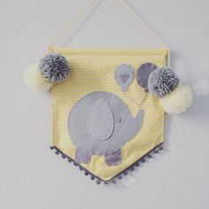 Elefantinho cinza com chevron amarelo= amor Escolha também uma flâmula pro quartinho ou pra aquela festa especial  Ou os modelos a pronta entrega na afetiva.tanlup.com