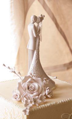 Romántico pastel de bodas. Fotografía de Marcos Luethi, vía Flickr.