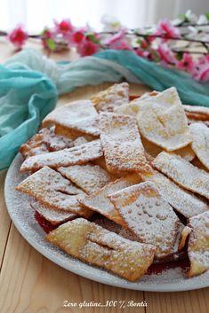 Frappe senza glutine o comunemente chiamate Chiacchiere di carnevale . Buonissime , semplici e facili da preparare . Scopri la ricetta :